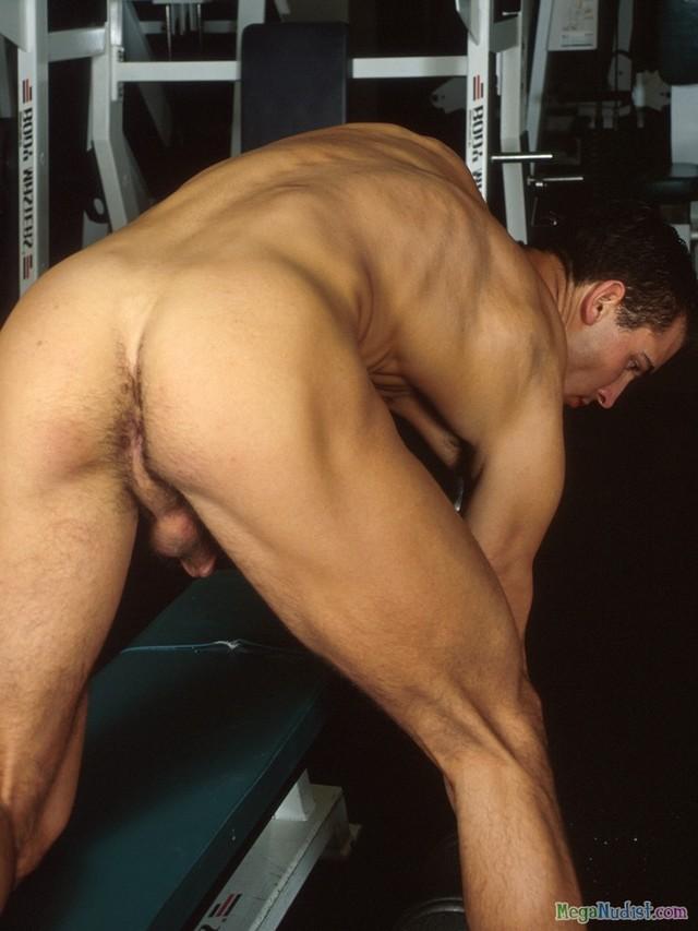 Ребята спортзале голые в
