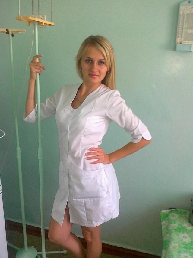 Медсестра негритянка трахает больного в палате