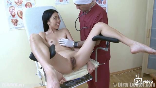 Женщина фотографируется японочка у гинеколога онлайн досуг