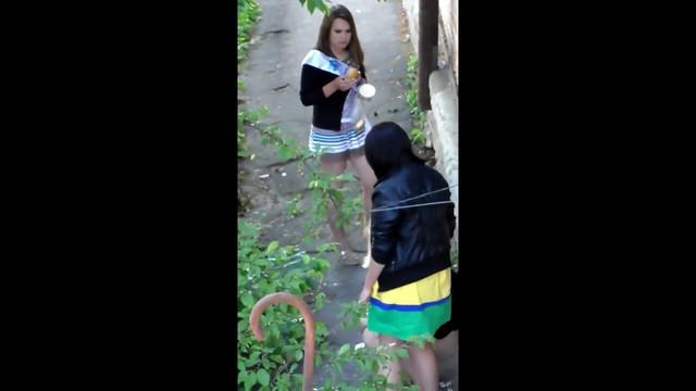 видео-блок писающих девушек какой-то мой
