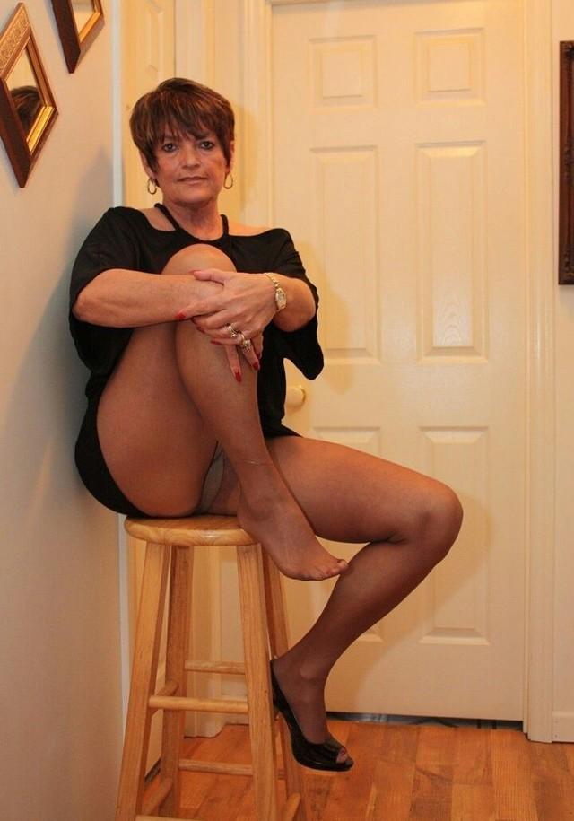 Mature women naked in pantyhose 11