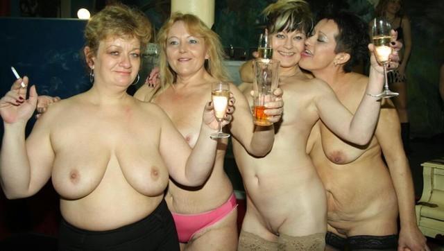 Голые пьяные тетки развлекаются #8