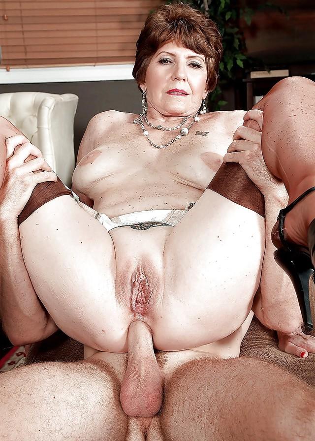matureporn-moving-cam-latina-nude-web